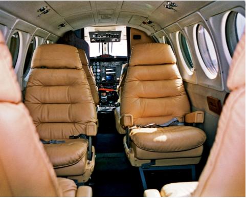 inchirieri-avioane-beechcraft-b-200-inside